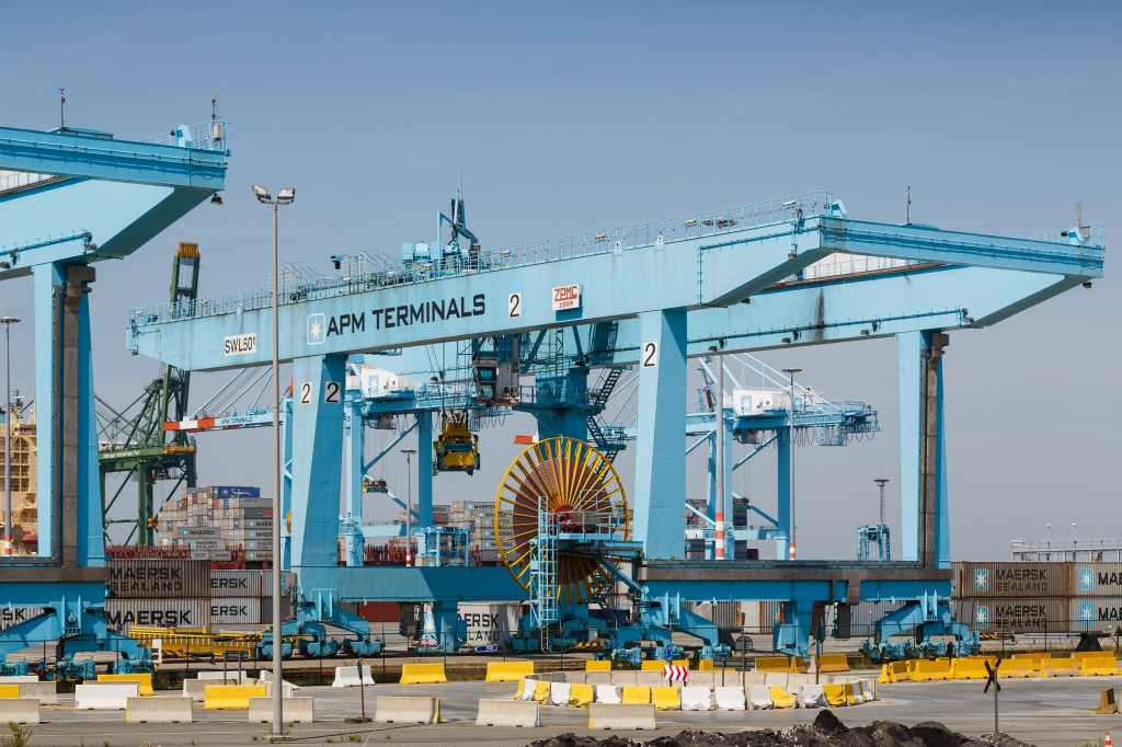 Zeebrugge_Belgium_Portal-crane-APM-Terminals-04